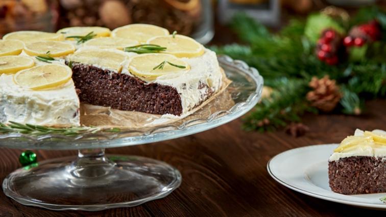 4f624a65cce7a Čokoládovo-tahini koláč s rozmarínovým krémom | Hello Tesco