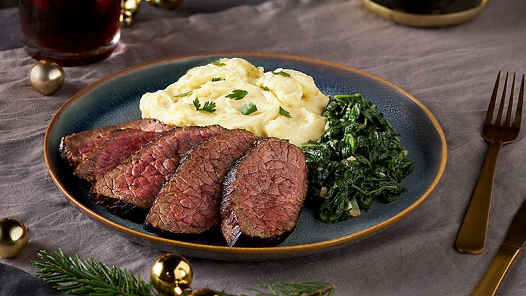 Steak s citrónovou omáčkou, špenátom a zemiakovou kašou